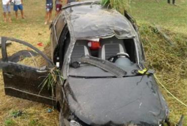 Jovem morre após ser arremessada de carro em acidente na BR-367   Reprodução   Radar 64