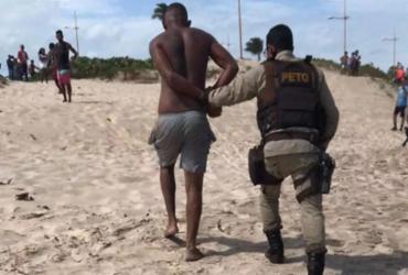 Suspeito de roubo em ônibus na orla é preso ao tentar fugir pelo mar   Divulgação   Polícia Militar