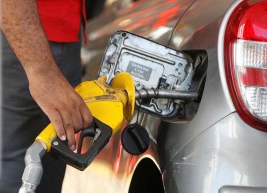 Com alta do petróleo, Petrobras sobe preço da gasolina em 3,5% e diesel em 4,2% | Luciano Carcará | Ag. A TARDE | 21.05.18