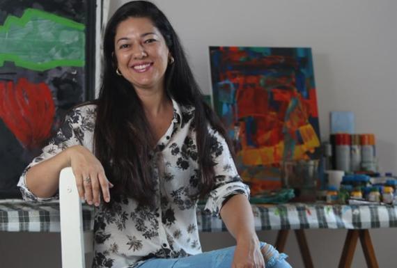 Artista baiana realiza oficinas de pintura para crianças filhas de presidiários | Luciano Carcará | Ag. A TARDE