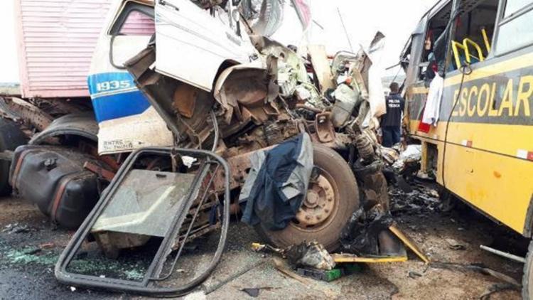 Acidente aconteceu no trecho entre as cidades de Serrinha e Santa Bárbara. - Foto: Ed Santos | Acorda Cidade