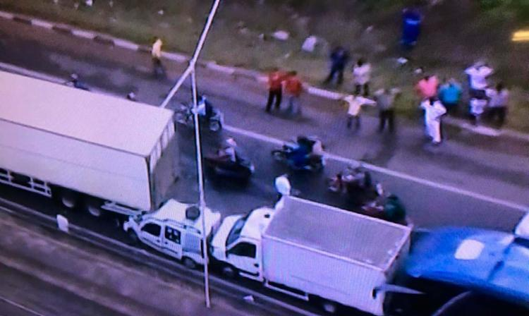 Acidente aconteceu por volta das 7h no km 610 da BR-324 - Foto: Reprodução   TV Record