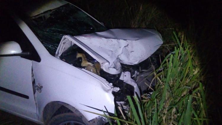 Carro ficou com a frente destruída após uma colisão com motocicleta - Foto: Reprodução | SulBahia News