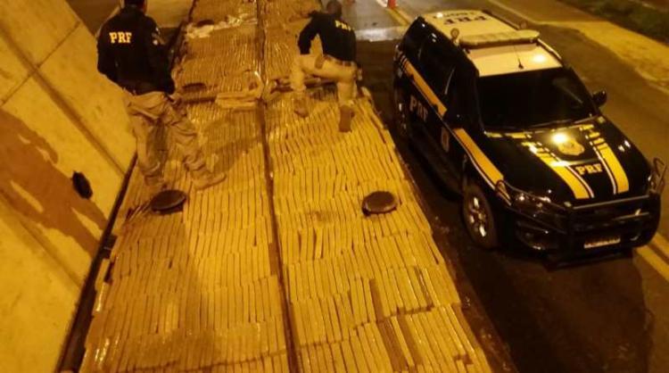 A droga foi apreendida em um caminhão que transportava esterco em Jequié - Foto: Divulgação | PRF