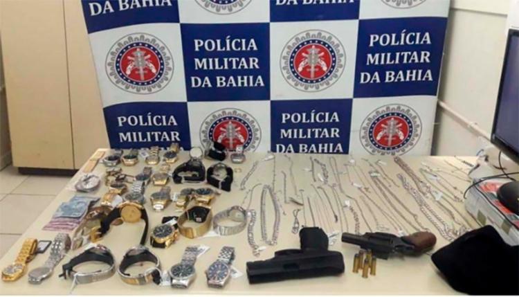 Dentre os itens roubados estavam relógios, alianças e correntes - Foto: Divulgação | Polícia Militar