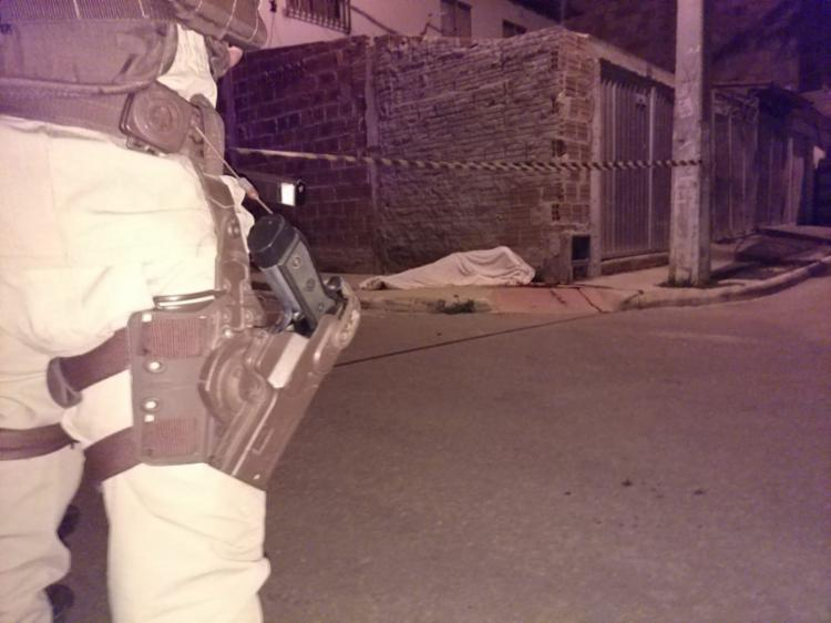 A polícia isolou o local do crime a espera da Polícia Técnica