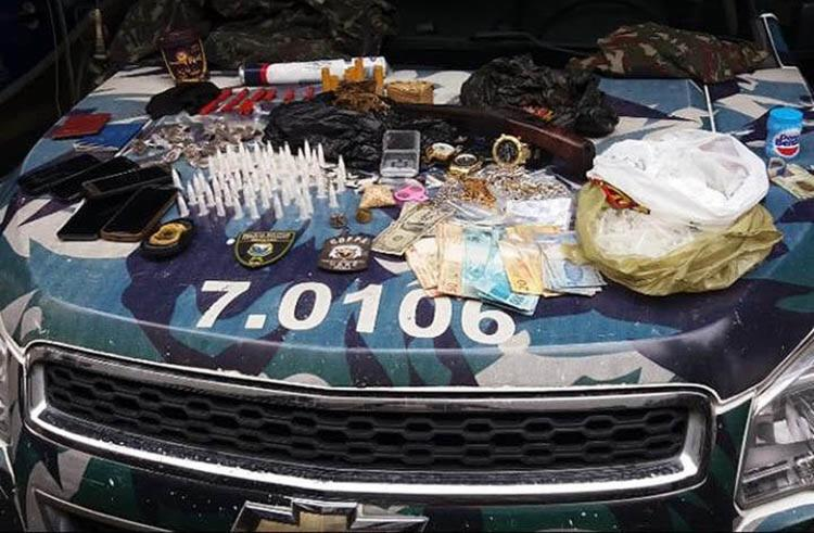 Também foram apreendidas armas com os cinco suspeitos presos - Foto: Divulgação | SSP-BA