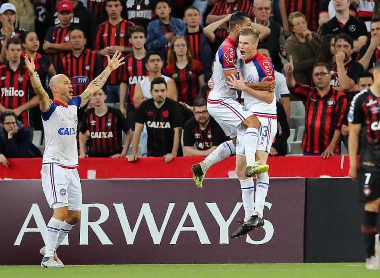 O zagueiro do Tricolor, Douglas Grolli, marcou o gol que levou a partida para as penalidades máximas - Foto: Heuler Andrey l AFP
