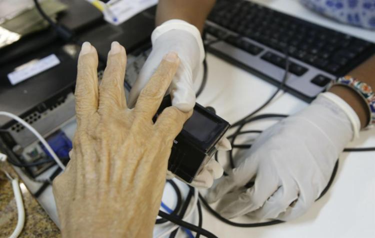 É preciso comparecer aos cartórios e postos de atendimento da Justiça Eleitoral - Foto: Margarida Neide | Ag. A TARDE