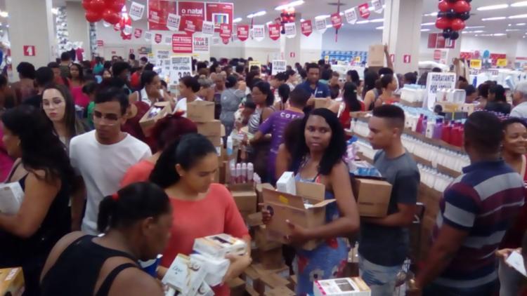 Consumidores que não utilizam e-commerce preferem ir até as lojas físicas para ver o produto de perto - Foto: Joá Souza | Ag. A TARDE