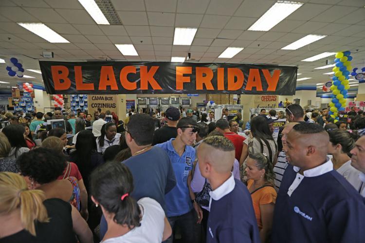 Shoppings e estabelecimentos comerciais estão a todo vapor para atrair clientes - Foto: Paulo Pinto l Divulgação