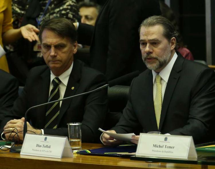 Bolsonaro e Toffoli estiveram juntos durante sessão solene no Congresso nesta terça - Foto: Antonio Cruz | Agência Brasil