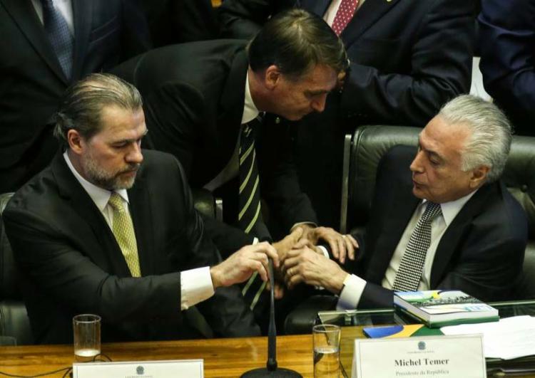Nesta terça, 6, Bolsonaro e Temer se cumprimentaram rapidamente no Congresso - Foto: Antonio Cruz | Agência Brasil
