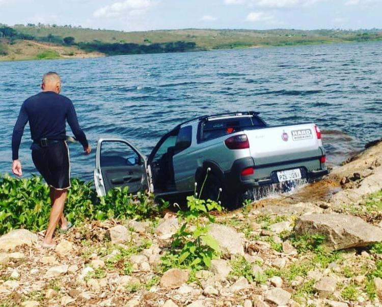 O carro foi usado por homens que atacaram uma agência bancária, na cidade de Conceição de Feira - Foto: Divulgação SSP BA