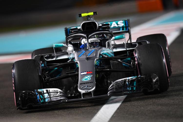 O piloto da Mercedes Fez a sua melhor das 37 voltas que deu no circuito de Yas Marina em 1min37s236 - Foto: Giuseppe Cacace l AFP