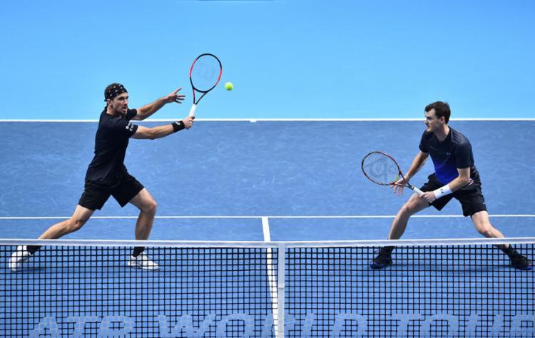A dulpa formada pelo brasileiro Bruno Soares e o britânico Jamie Murray está invicta no torneio - Foto: Glyn Kirk l AFP