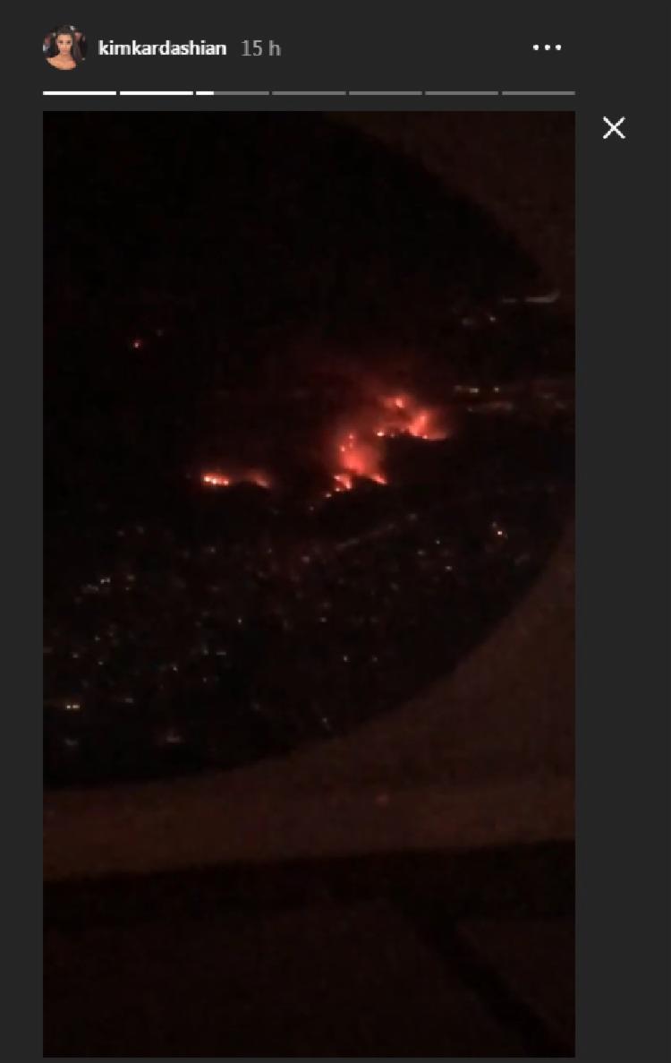 A socialite Kim Kardashian usou seu perfil no Instagram para publicar fotos do incêndio que atingiu a região próxima à sua casa