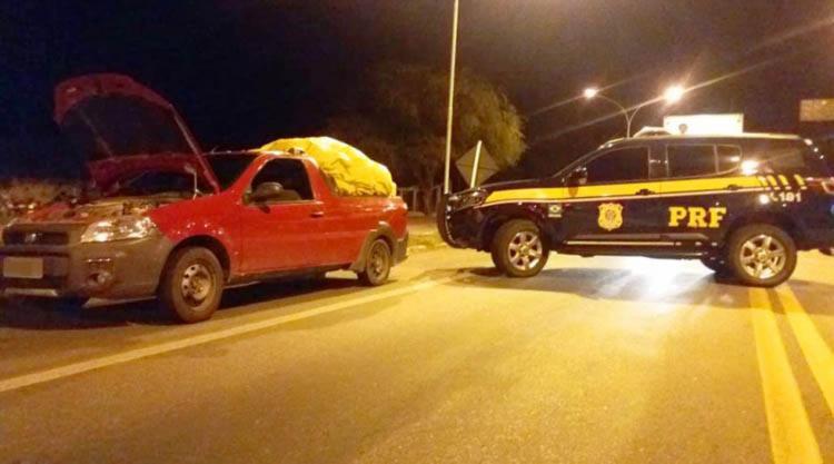 a picape Fiat Strada possuía uma ocorrência de roubo registrada em abril de 2016 em Salvador - Foto: Divulgação | PRF