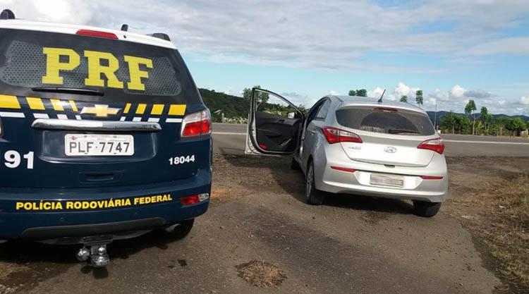 O veiculo modelo Hyundai HB20 havia sido roubado há nove meses na capital baiana - Foto: Divulgação | PRF