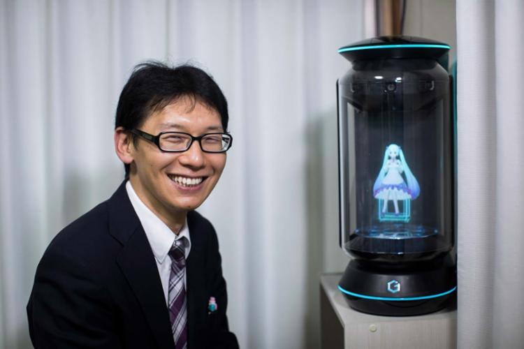Akihiko Kondo se casou com a cantora de realidade virtual chamada Hatsune Miku - Foto: Behrouz Mehri | AFP