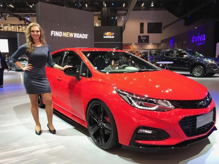 A GM apostou em modelos de nicho e na própria história para rechear o estande do Salão do Automóvel - Foto: Marco Antônio Jr. | Ag. A TARDE