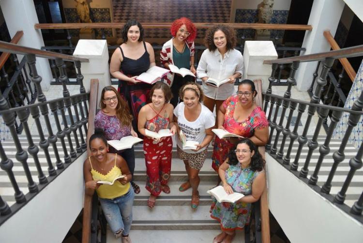 Criado em 2016, o Leia Mulheres Salvador reúne-se uma vez por mês e já se desdobrou num outro grupo, o Café Ferrante - Foto: Shirley Stolze / Ag A Tarde