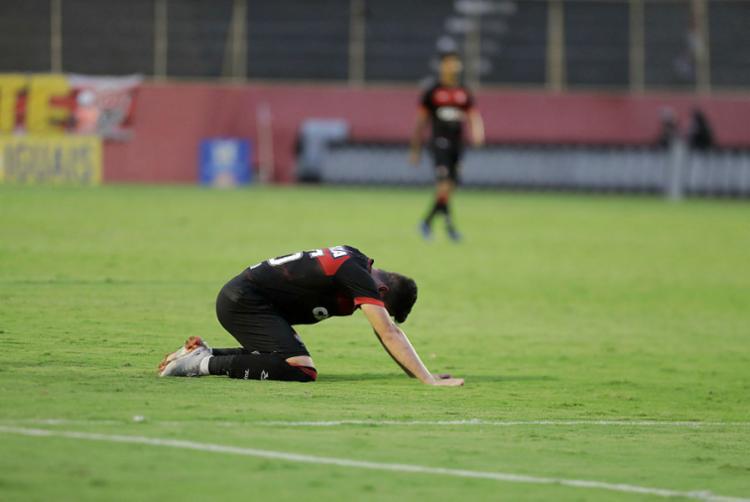 A fragilidade emocional que, naturalmente, atinge os torcedores agora, é diretamente proporcional à vulnerabilidade do próprio time em campo - Foto: Tiago Caldas   Ag. A TARDE