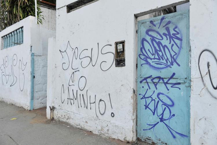 A pichação de intolerância é o segundo ataque que a Casa de Oxumarê sofre somente este ano - Foto: Shirley Stolze   Ag. A TARDE