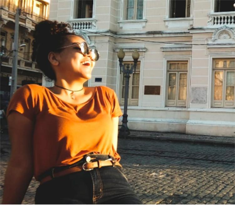 A estudante Mayara Silva vai aproveitar para comprar itens de vestuário e maquiagem