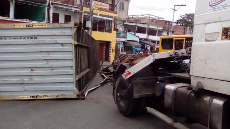 Acidente ocorreu na manhã desta sexta-feira, 9, por volta das 6h50 - Foto: Joá Souza | Ag. A TARDE