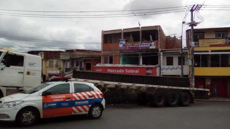 Equipe da Transalvador acompanha a situação no final de linha do bairro