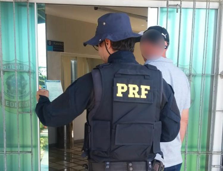 Homem apresentou um Certificado de Registro e Licenciamento de Veículo (CRLV) com sinais de falsificação - Foto: Divulgação | PRF