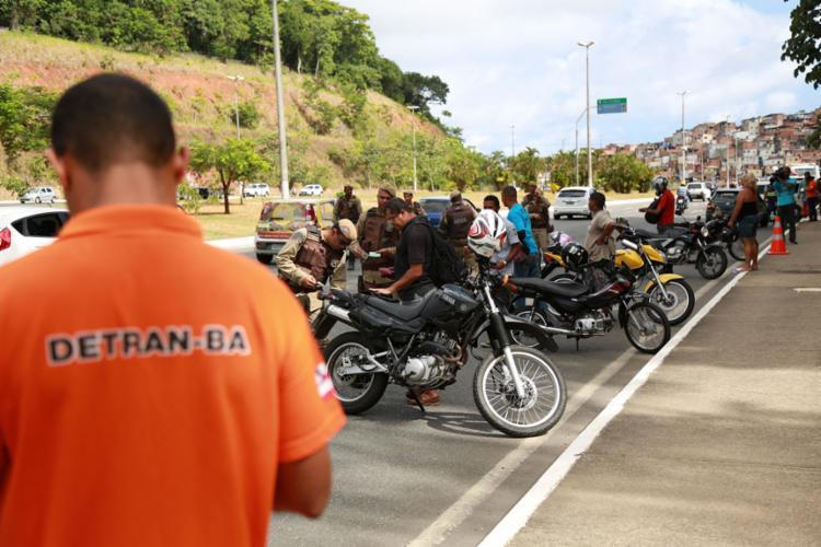 A justificativa é de que apreensão do veículo por não pagamento do imposto impede pagamento de licenciamento - Foto: Joá Souza l Ag. A TARDE