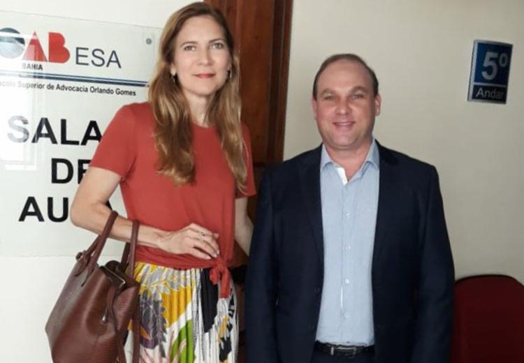 A advogada Karla Menezes e o juiz Sami Storch