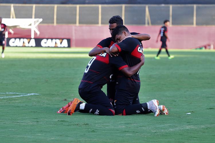 O primeiro jogo em Porto Alegre, o time rubro-negro venceu, de virada, os gaúchos por 2 a 1 - Foto: Maurícia da Matta   EC Vitória