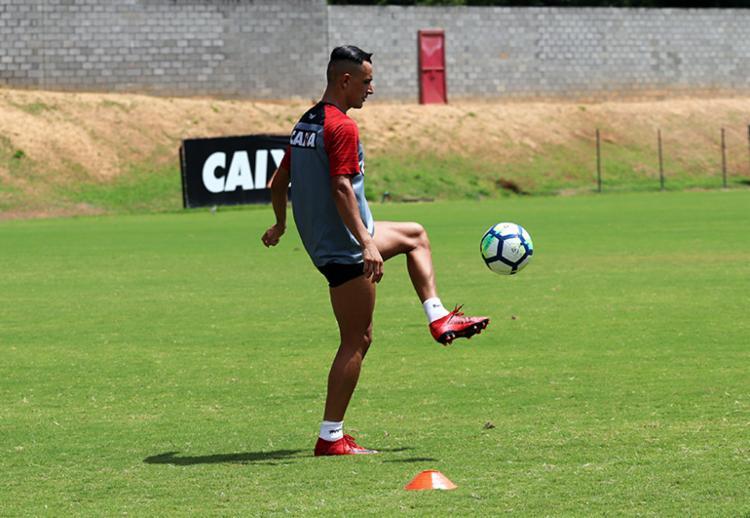 Suspenso na partida do último domingo, o lateral deve voltar a equipe titular contra o Cruzeiro - Foto: Maurícia da Matta | EC Vitória