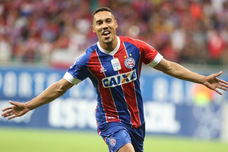 Edigar Junio comemora o gol que fechou a contagem - Foto: Tiago Caldas l Ag. A TARDE
