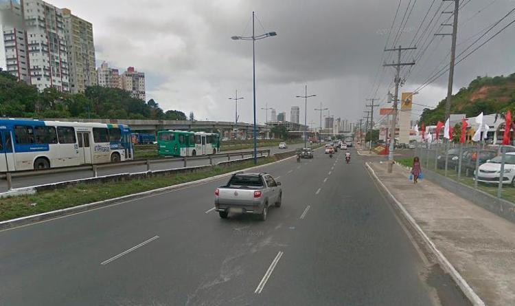 Acidente ocorreu na avenida ACM, sentido Shopping da Bahia - Foto: Reprodução | Google Street View