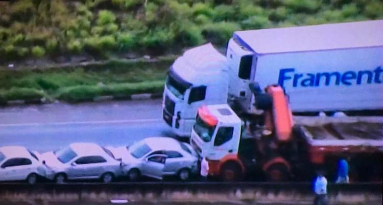 Acidente ocorreu por volta das 6h50 desta quinta-feira, 8, no km 611 - Foto: Reprodução | TV Record