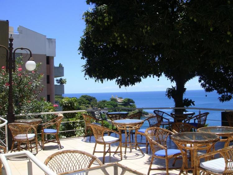 A vista para o mar da Baía de Todos os Santos é um diferencial da cafeteria