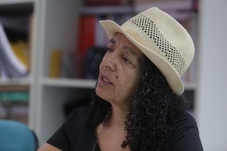 Darci Neves trabalha com famílias e crianças nascidas com a síndrome congênita do zika vírus - Foto: Joá Souza / Ag. A TARDE