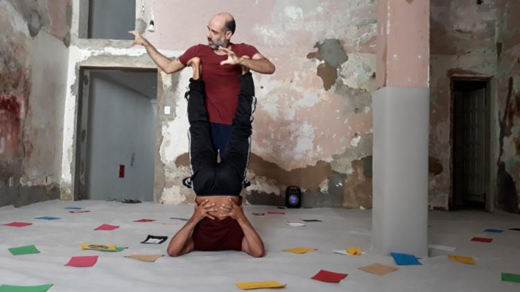 Espetáculo é apresentado pelos bailarinos Edu O. e João Rafael Neto - Foto: Divulgação