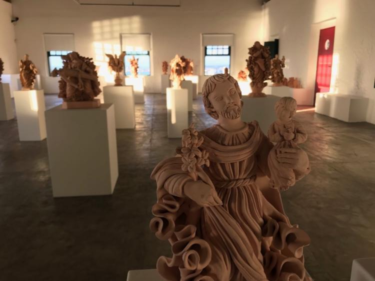 Serão mais de 40 esculturas de santos católicos - Foto: Divulgação