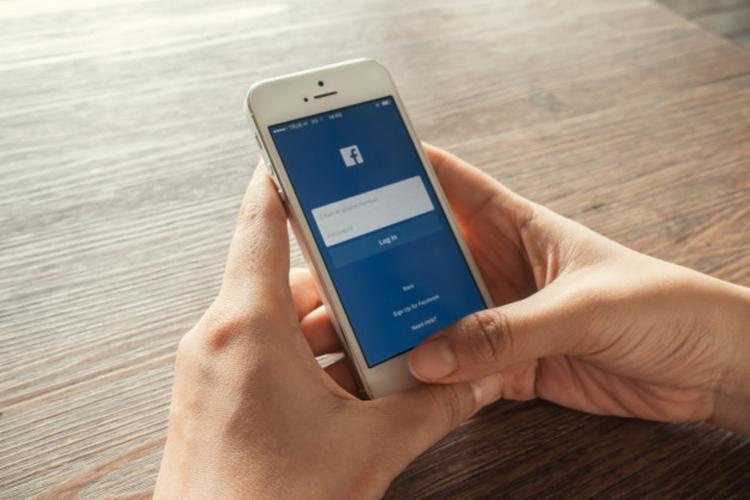 A rede social afirma que no começo de 2013 estabeleceu parcerias com sete fabricantes para que tivessem acesso a