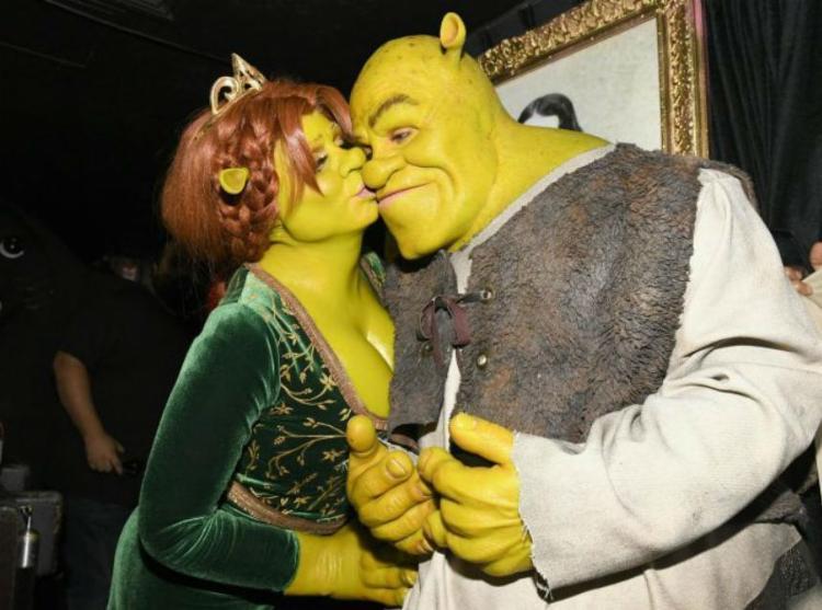 A apresentadora Heidi é conhecida pelas melhores fantasias de Halloween! Desta vez, ela e o namorado Tom Kaulitz foram de Fiona e Shrek. - Foto: Reprodução