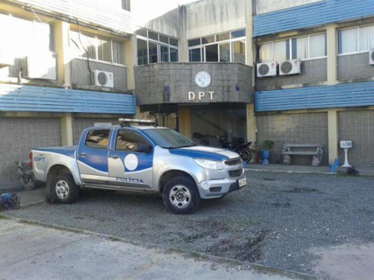 Departamento de Polícia Técnica realizou análise do cadáver; homem já tinha passagens pela polícia - Foto: Acorda Cidade