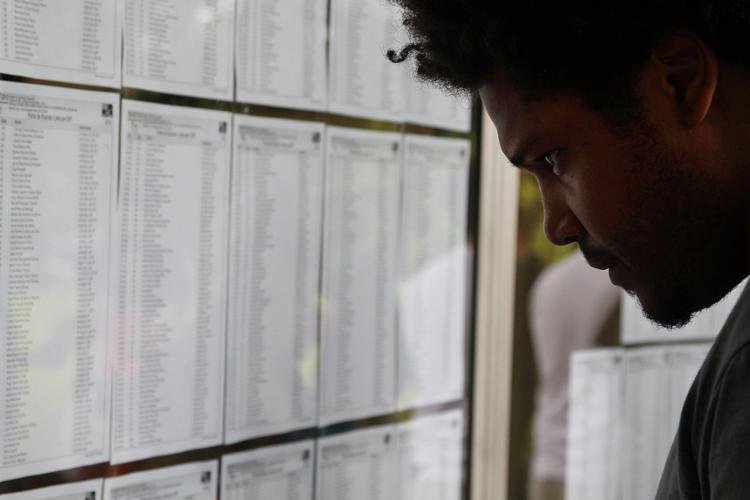 Cerca de 890 mil contratos devem ser renovados, de acordo com o FNDE. - Foto: Marcos Santos | USP Imagens