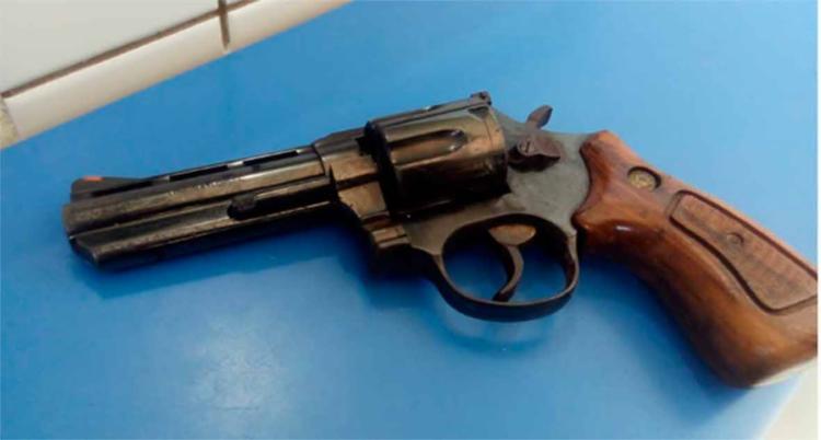 Arma calibre 357 foi apreendida com o suspeito, segundo a polícia - Foto: Divulgação   SSP-BA