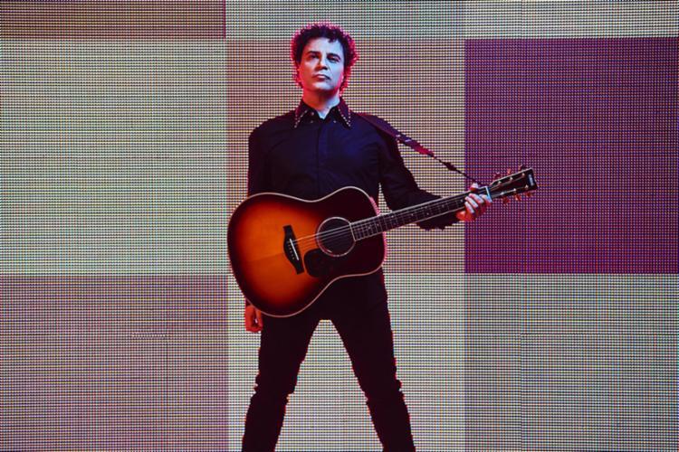 Artista subirá ao palco acompanhado de um violão, num formato mais intimista, e fará uma viagem pela sua carreira interpretando grandes sucessos - Foto: Divulgação