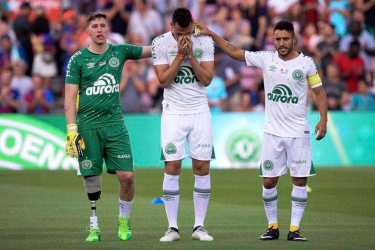 Dentro de campo, a Chapecoense continua na luta para evitar um inédito rebaixamento no Campeonato Brasileiro - Foto: Josep Lago | AFP